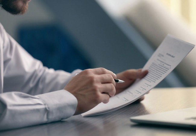 Cumprimento do dever de informação dos comercializadores de energia ao consumidor.